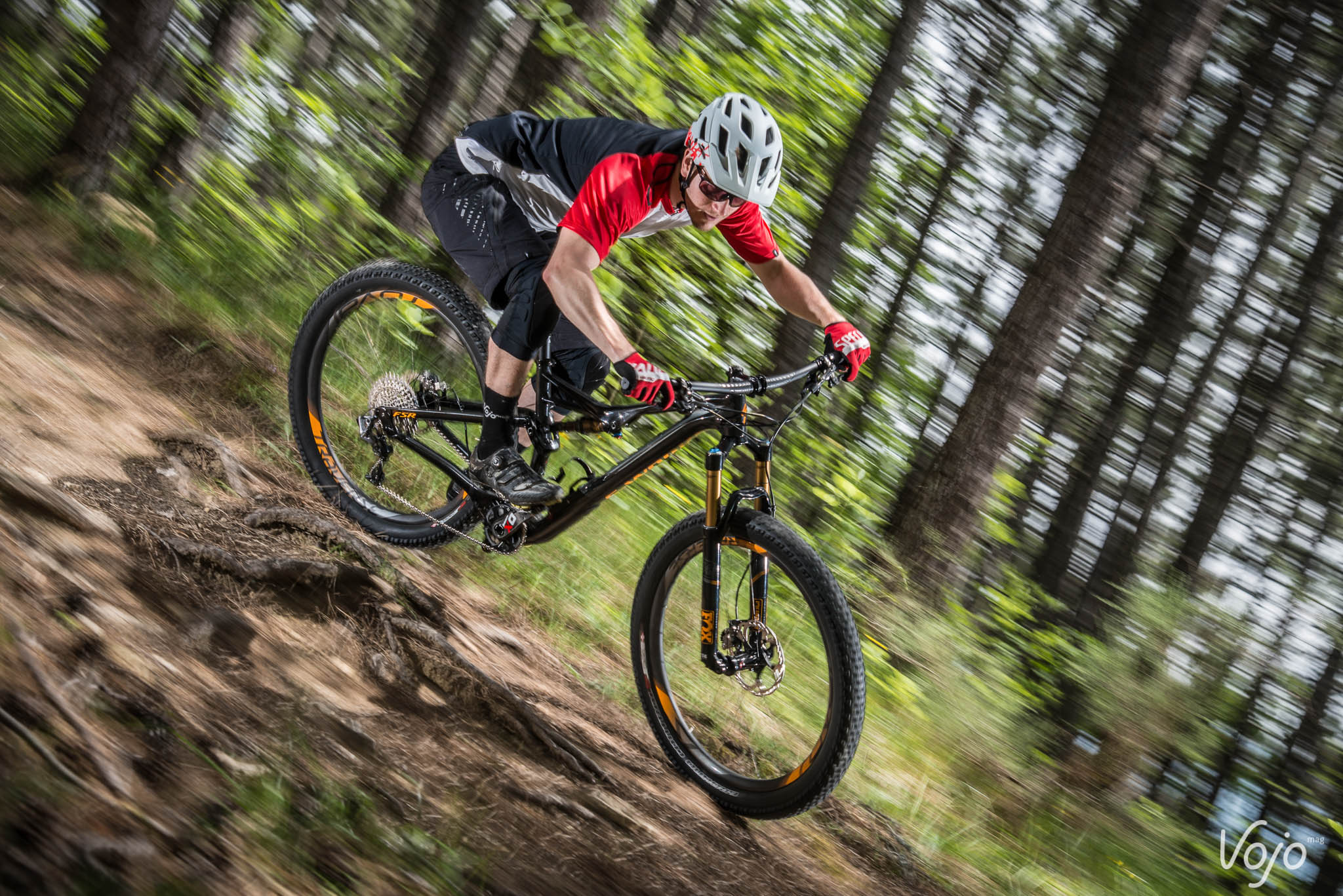 Specialized_Stumpjumper_Action_Copyright_Manu_Molle_VojoMag-6