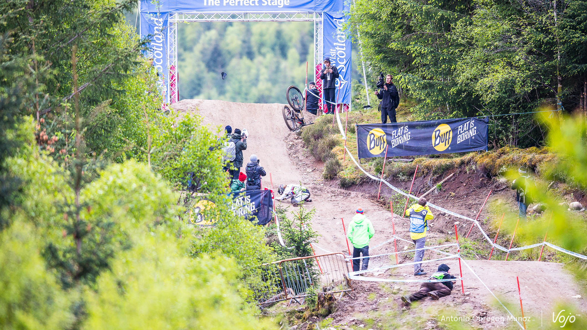 Fort_William_UCI_World_Cup_DH_2015_(finals_Femmes)_(MannonCarpenter)_Copyright_Antonio_Obregon_VojoMag-6