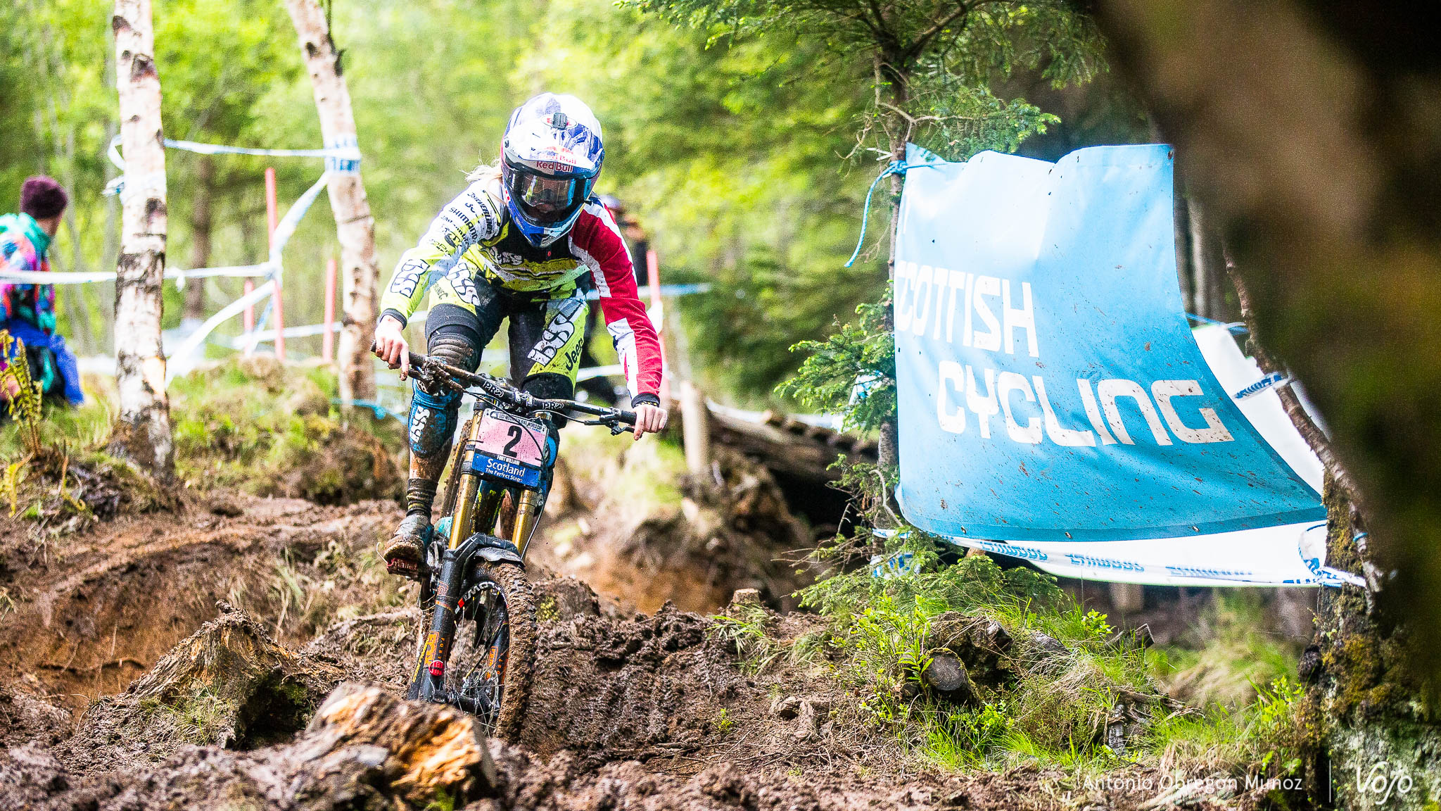 Fort_William_UCI_World_Cup_DH_2015_(qualif_Femmes)_(RachelAtherton)_Copyright_Antonio_Obregon_VojoMag-2