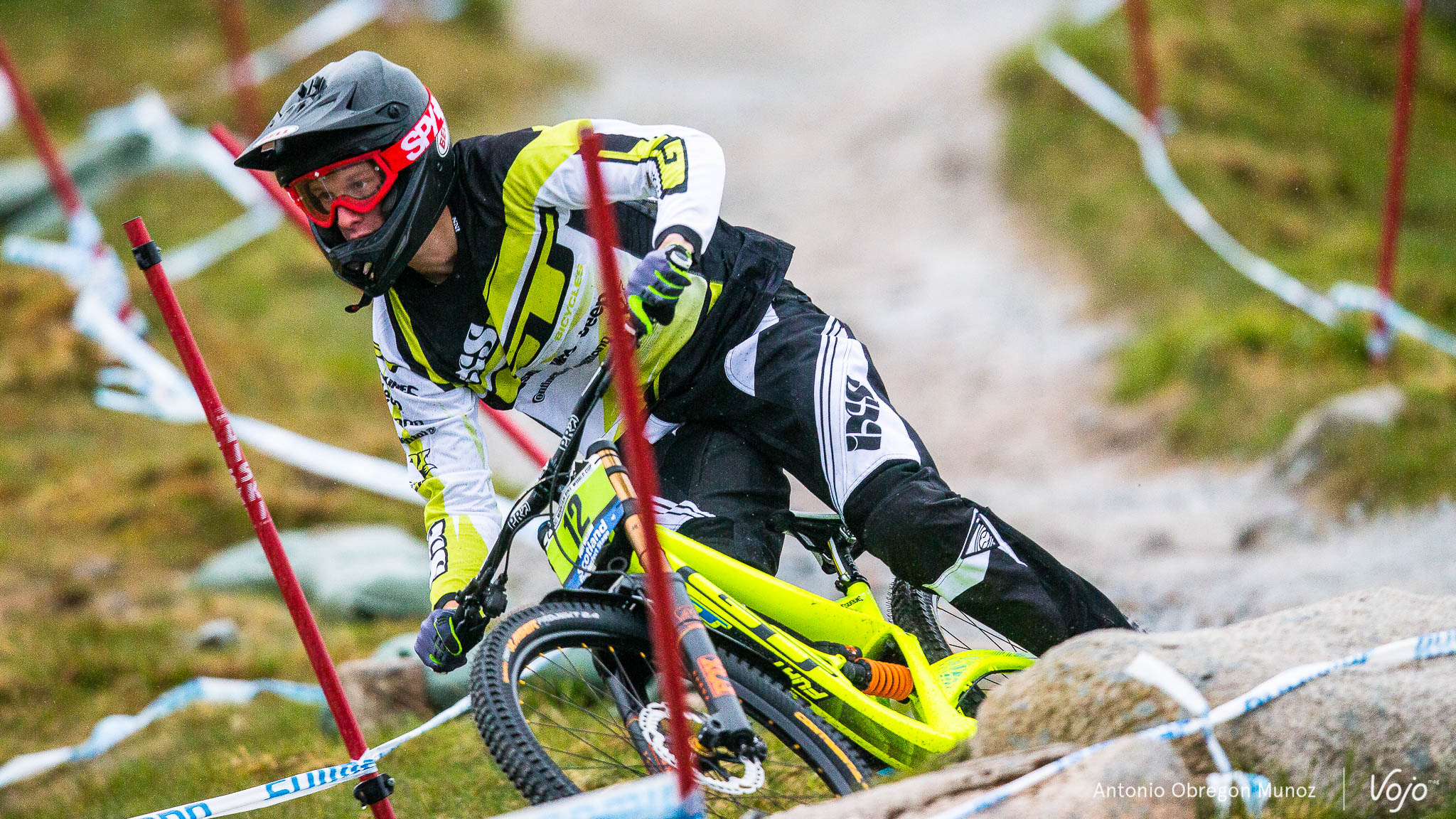 Fort_William_UCI_World_Cup_DH_2015_(trainning_GroupeB)_(MartinMaes)_Copyright_Antonio_Obregon_VojoMag-3