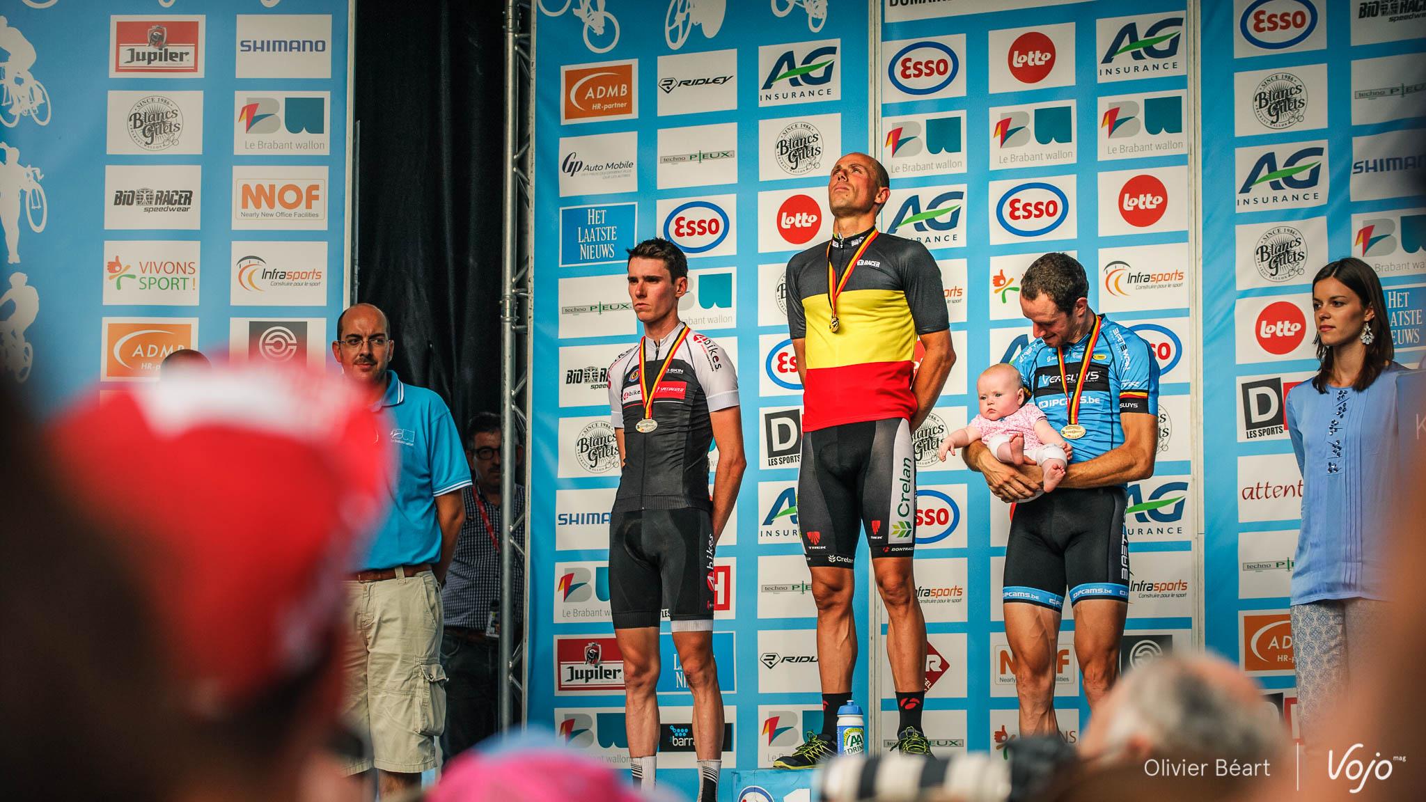 Championnat_Belgique_XC_BKXC_Ottignies_2015_Podium_Nys_Luyten_Bats_Copyright_CBortels_VojoMag-3