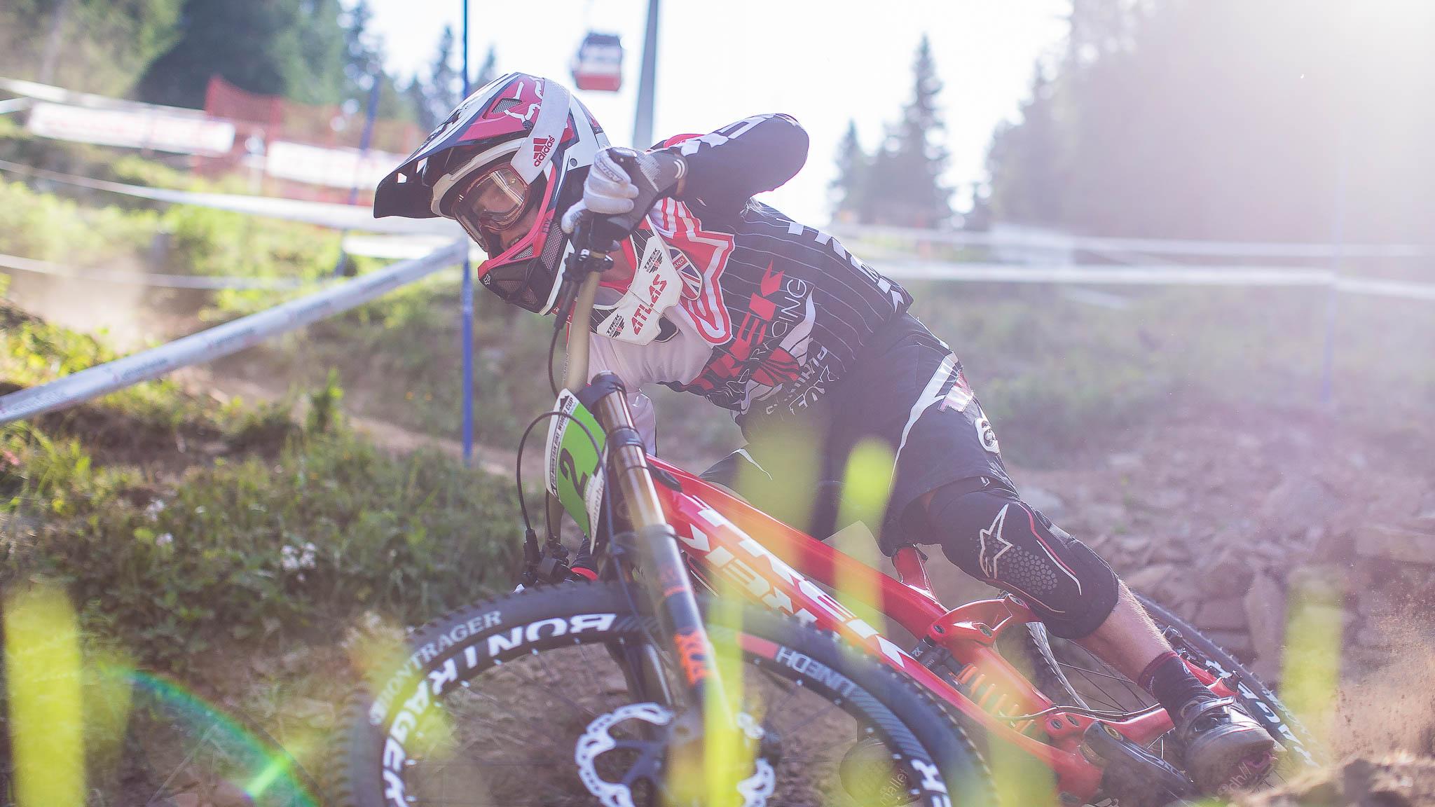 Lenzerheide_UCI_World_Cup_DH_2015_final_Junior_Copyright_Antonio_Obregon_VojoMag