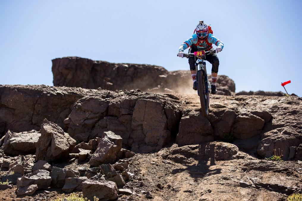 SANTIAGO, CHILE Ð 9 de Feb. 2016. La corredora escocesa Tracy Moseley, durante la primera jornada de la 3ra versi—n del Santa Cruz Andes Pac'fico 2016. Esta competencia de Enduro en Mountain Bike tiene una duraci—n de 5 d'as y recorre Chile desde La Cordillera de los Andes a la Localidad de Matanzas en la VI regi—n. Sven Martin / MONTENBAIK.COM