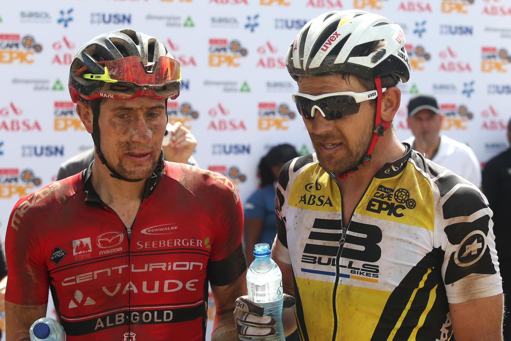 Matthias Pfommer of Centurion Vaude by Meerendal 2 and Karl Platt of the Bulls chat after the stage during stage 5 of the 2016 Absa Cape Epic Mountain Bike stage race held from the Cape Peninsula University of Technology in Wellington to Boschendal in Stellenbosch, South Africa on the 18th March 2016 Photo by Shaun Roy/Cape Epic/SPORTZPICS PLEASE ENSURE THE APPROPRIATE CREDIT IS GIVEN TO THE PHOTOGRAPHER AND SPORTZPICS ALONG WITH THE ABSA CAPE EPIC {ace2016}
