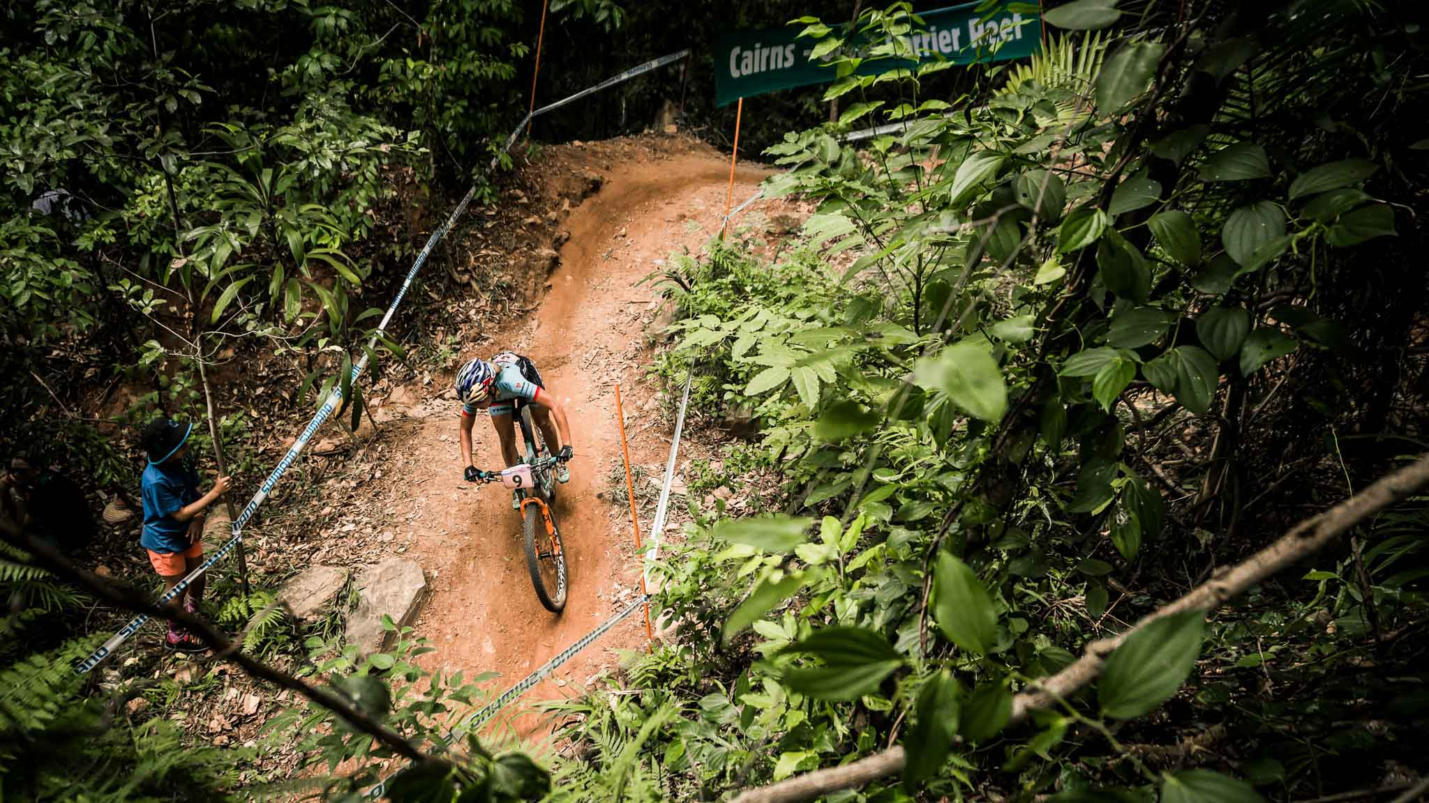 Emily Batty performs at the UCI XCO World Tour in Cairns on April 24th 2016 // Bartek Wolinski/Red Bull Content Pool // P-20160424-00156 // Usage for editorial use only // Please go to www.redbullcontentpool.com for further information. //