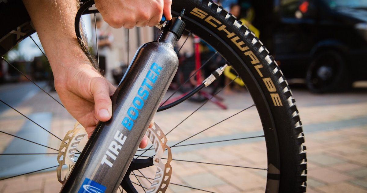 Schwalbe Tire Booster : l'accessoire spécial tubeless - Vojo Magazine