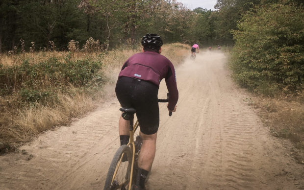 La ruée vers l'Or :une aventure en pneus étroits avec le Santa Cruz Stigmata